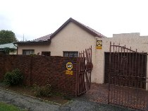 R 665,000 - 3 Bedroom, 1 Bathroom  House For Sale in Forest Hill
