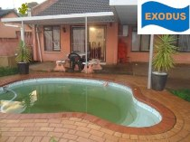 R 950,000 - 3 Bedroom, 2 Bathroom  Home For Sale in Newlands