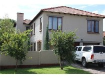 R 1,700,000 - 4 Bedroom, 2 Bathroom  Property For Sale in Fourways