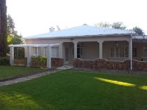 R 1,850,000 - 3 Bedroom, 2 Bathroom  Smallholding For Sale in Carnarvon