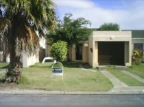 R 650,000 - 3 Bedroom, 1 Bathroom  House For Sale in Summer Greens