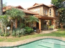 R 1,950,000 - 6 Bedroom, 3 Bathroom  House For Sale in Moreleta Park