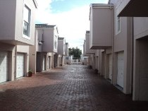 R 845,000 - 2 Bedroom, 1 Bathroom  Flat For Sale in Kenilworth