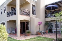 R 2,199,000 - 3 Bedroom, 2 Bathroom  House For Sale in Uitzicht,   Durbanville