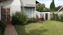 R 1,850,000 - 3 Bedroom, 2 Bathroom  House For Sale in Farrarmere