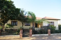 R 895,000 - 2 Bedroom, 4 Bathroom  House For Sale in Napier, Bredasdorp