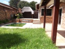 R 22,000 - 3 Bedroom, 2 Bathroom  House To Rent in Rivonia