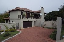 R 22,500 - 4 Bedroom, 3.5 Bathroom  House To Rent in Craigavon
