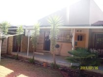 R 869,000 - 3 Bedroom, 2 Bathroom  House For Sale in Flamingo Park