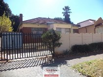 R 870,000 - 3 Bedroom, 2 Bathroom  House For Sale in Bezuidenhout Valley
