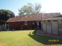 R 547,000 - 3 Bedroom, 1 Bathroom  House For Sale in Flamingo Park