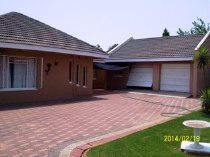 R 652,000 - 3 Bedroom, 2 Bathroom  Home For Sale in Dagbreek