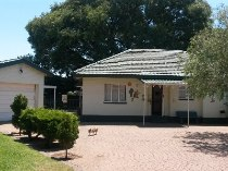 R 652,000 - 3 Bedroom, 2 Bathroom  House For Sale in Dagbreek