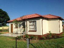 R 589,000 - 3 Bedroom, 1 Bathroom  House For Sale in Crystal Park