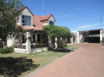 R 1,295,000 - 3 Bedroom, 2 Bathroom  House For Sale in Port Owen