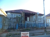 R 400,000 - 2 Bedroom, 1 Bathroom  House For Sale in Jeppestown