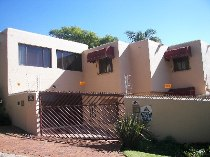 R 1,900,000 - 3 Bedroom, 2 Bathroom  Property For Sale in Floracliffe