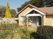 R 1,850,000 - 4 Bedroom, 2 Bathroom  House For Sale in The Reeds