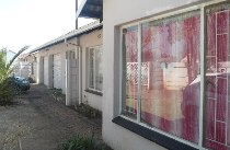 R 795,000 - 3 Bedroom, 2 Bathroom  Home For Sale in Crystal Park