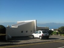 R 5,100,000 - 3 Bedroom, 3 Bathroom  House For Sale in Simon's Town