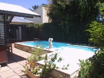 R 1,750,000 - 3 Bedroom, 1 Bathroom  House For Sale in Zeekoevlei