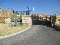 R 6,600 - 2 Bedroom, 1 Bathroom  Property To Rent in Honeypark, Roodepoort