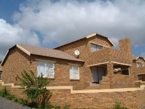 R 10,000 - 3 Bedroom, 2 Bathroom  Property To Rent in Amorosa, Roodepoort