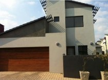R 15,500 - 3 Bedroom, 2.5 Bathroom  House To Rent in Fourways