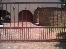 R 7,500 - 3 Bedroom, 2 Bathroom  House To Rent in Ridgeway