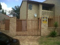 R 6,000 - 2 Bedroom, 1 Bathroom  House To Rent in Ridgeway, Johannesburg