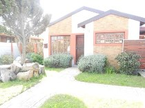 R 800,000 - 2 Bedroom, 1 Bathroom  House For Sale in Ottery