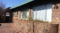 R 2,700,000 - 11 Bedroom, 10 Bathroom  House For Sale in Lakefield