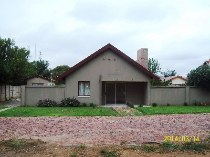 R 450,000 - 3 Bedroom, 2 Bathroom  House For Sale in Doorn