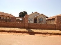 R 420,000 - 2 Bedroom, 1 Bathroom  House For Sale in Protea Glen