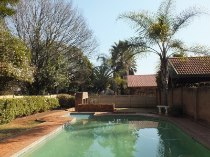 R 600,000 - 2 Bedroom, 1 Bathroom  Property For Sale in Clubview