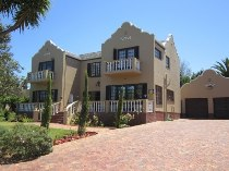 R 3,600,000 - 4 Bedroom, 3 Bathroom  House For Sale in Durbanville