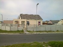 R 450,000 - 2 Bedroom, 1 Bathroom  House For Sale in Westridge
