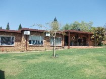 R 1,850,000 - 4 Bedroom, 3 Bathroom  Property For Sale in Moreleta Park