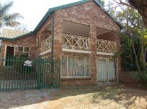 R 1,160,000 - 3 Bedroom, 2 Bathroom  House For Sale in Moreleta Park