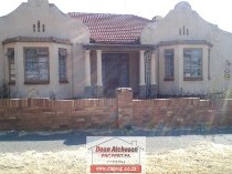 R 1,090,000 - 6 Bedroom, 2.5 Bathroom  House For Sale in The Hill