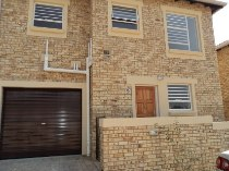 R 8,500 - 3 Bedroom, 2.5 Bathroom  Property To Let in Wilgeheuwel, Roodepoort