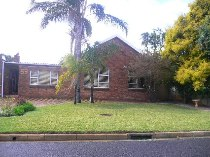 R 1,620,000 - 3 Bedroom, 2 Bathroom  House For Sale in Bothasig
