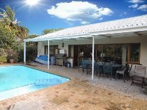R 3,750,000 - 4 Bedroom, 4 Bathroom  House For Sale in Bergvliet