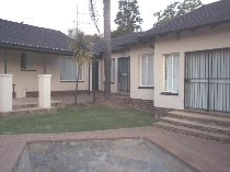 R 1,350,000 - 4 Bedroom, 4 Bathroom  House For Sale in Wilgeheuwel