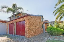 R 2,200,000 - 3 Bedroom, 3 Bathroom  House For Sale in Sonstraal