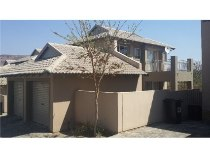 R 12,000 - 3 Bedroom, 2.5 Bathroom  Home To Let in Ruimsig