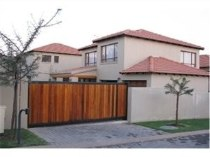 R 11,500 - 3 Bedroom, 2 Bathroom  House To Rent in Fourways