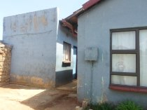 R 550,000 - 3 Bedroom, 1 Bathroom  House For Sale in Protea Glen