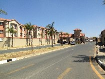 R 5,500 - 2 Bedroom, 1 Bathroom  Apartment To Let in Ormonde View