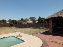 R 1,100,000 - 3 Bedroom, 1 Bathroom  Property For Sale in Valhalla